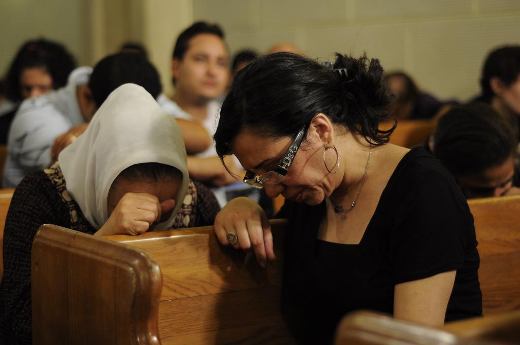 Two-Egyptian-women-praying