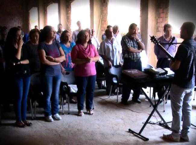 worship-at-Beni-Mazar