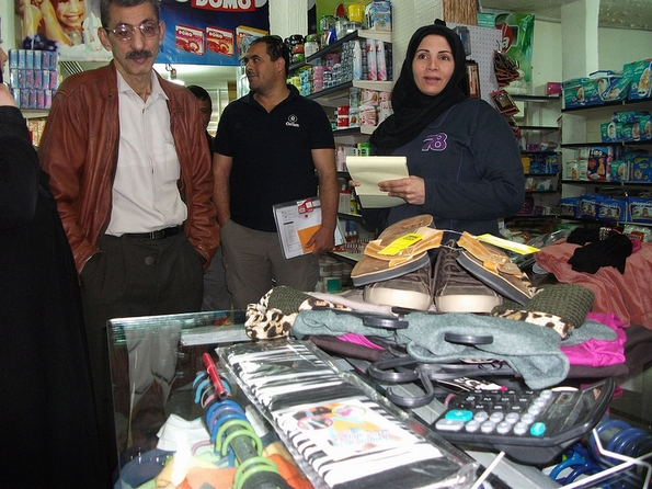 Syrian refugees at shop participating in an Oxfam voucher scheme (Oxfam International)