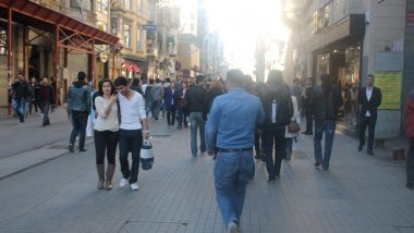 Crowds in shopping district of Istanbul