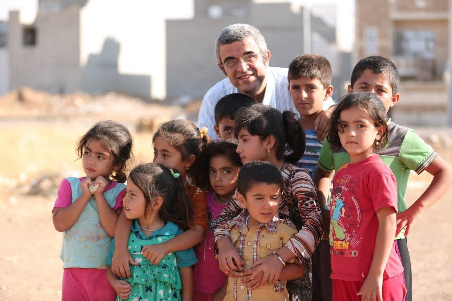 dr-ehab-with-child-refugees-erbil-0914