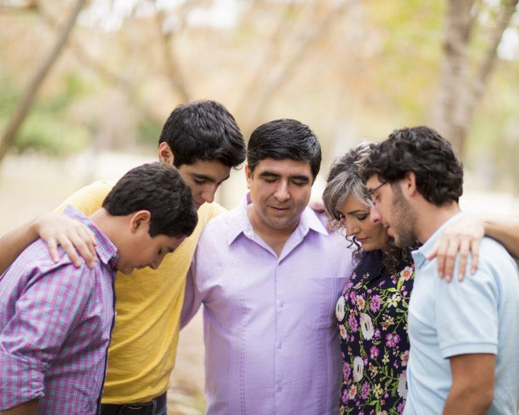 Iranian Christians join in prayerin a park