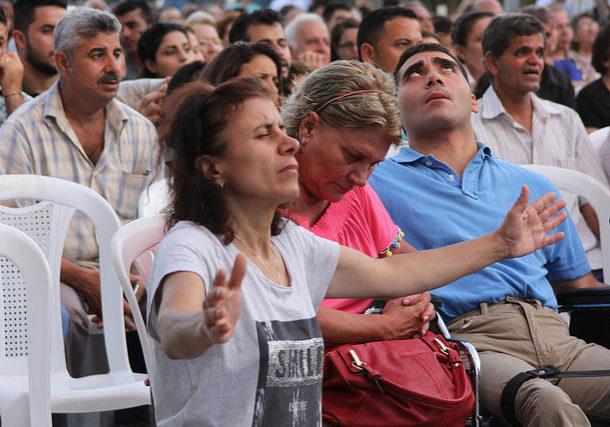 We See Wonders woman praying